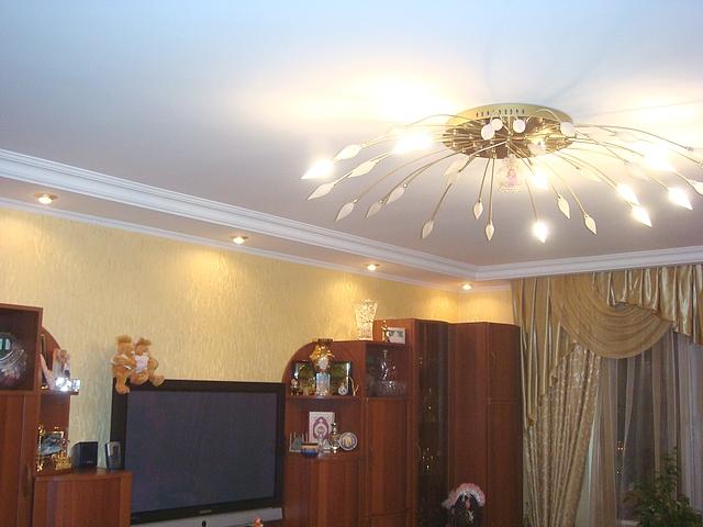 Люстры в квартире фото